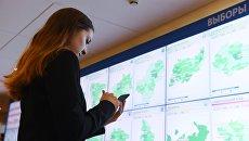 Экраны со статистикой избирательных комиссий по регионам в информационном центре Центральной избирательной комиссии РФ. 18 марта 2018
