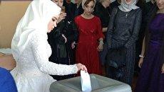 Молодожены из Дагестана проголосовали сразу после регистрации брака в ЗАГСе. 18 марта 2018