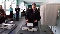 Летчик-космонавт, Герой России, уроженец Пензы Александр Самокутяев приехал голосовать в родной город. 18 марта 2018