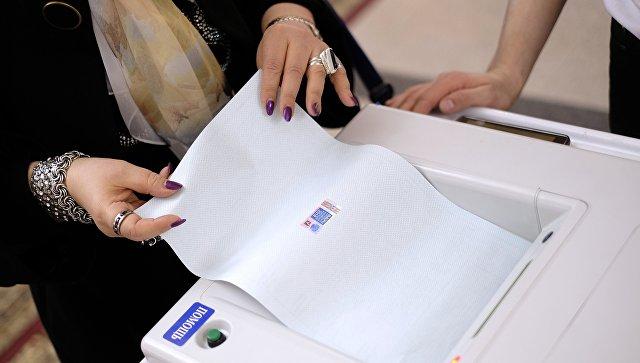 Комплексы обработки избирательных бюллетеней во время выборов. Архивное фото