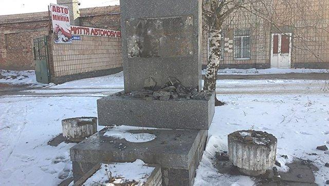 Вандалы вУкраинском государстве разрушили мемориальную доску генералу Ватутину
