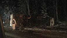 На месте ДТП в Псковской области, где столкнулись туристический автобус из Белоруссии и легковой автомобиль. 23 марта 2018