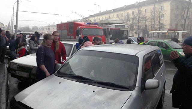 Рядом с местом пожара в торговом центре «Зимняя вишня» в Кемерово. 25 марта 2018