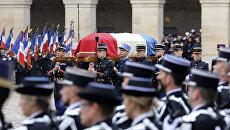 Церемония прощания с подполковником жандармерии Арно Бельтрамом в Париже. 28 марта 2018 года