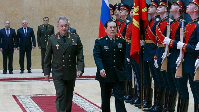 Министр обороны РФ Сергей Шойгу и министр обороны КНР Вэй Фэнхэ во время встречи в Москве. 3 апреля 2018