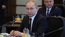 Президент РФ Владимир Путин во время встречи с президентом Турции Реджепом Тайипом Эрдоганом и президентом Ирана Хасаном Рухани в Анкаре. 4 апреля 2018