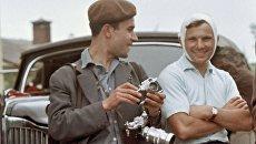 Фотограф Юрий Абрамочкин и первый космонавт Юрий Гагарин. 1961 год