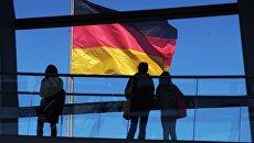 Флаг Германии на здании Рейхстага. Архивное фото