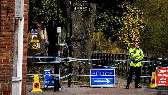 Ограждения, выставленные полицией города Солсбери, у входа в парк, где на скамейке были обнаружены  бывший полковник ГРУ Сергей Скрипаль и его дочь Юлия. Архивное фото
