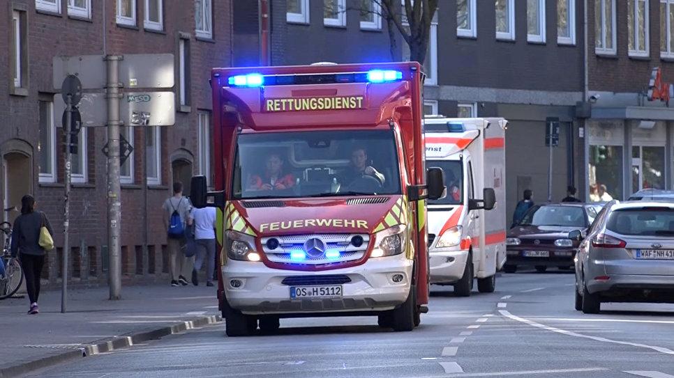 Скорая помощь рядом с местом, где автомобиль въехал в толпу людей в Мюнстере, Германия. 7 апреля 2018