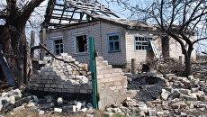 Разрушенный дом в поселке Желобок. Архивное фото