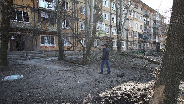 Последствия обстрела Куйбышевского района в Донецке. Архивное фото