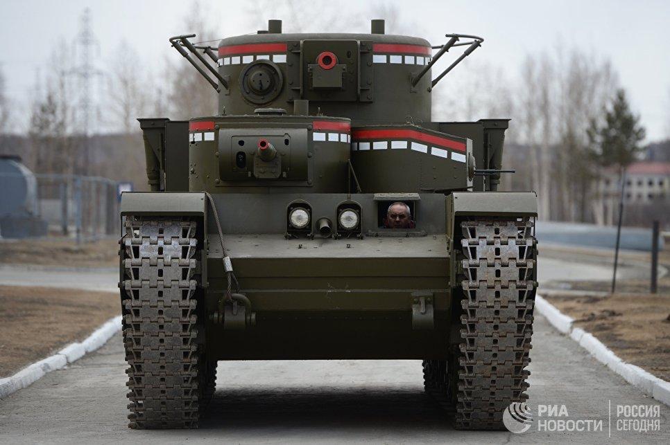 Копия советского многобашенного тяжёлого танка Т-35