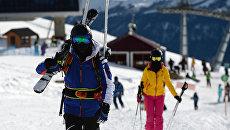 Отдыхающие на горнолыжном курорте Роза Хутор в Адлерском районе города Сочи
