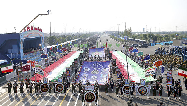 Иранская армия во время парада в День национальной армии перед мавзолеем аятоллы Хомейни недалеко от Тегерана. 18 апреля 2018