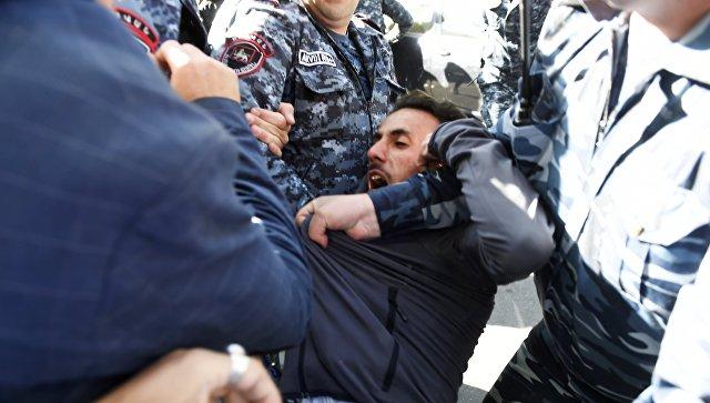 Оппозиция Армении сообщила, что готова обговаривать свластями только отставку Саргсяна