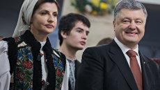 Президент Украины Петр Порошенко с супругой Мариной Порошенко во время праздничного богослужения в Киеве. Архивное фото