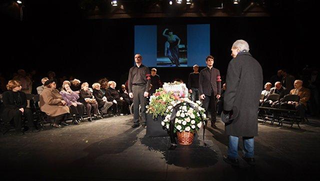 На церемонии прощания с народной артисткой России Ниной Дорошиной в московском театре Современник. 24 апреля 2018