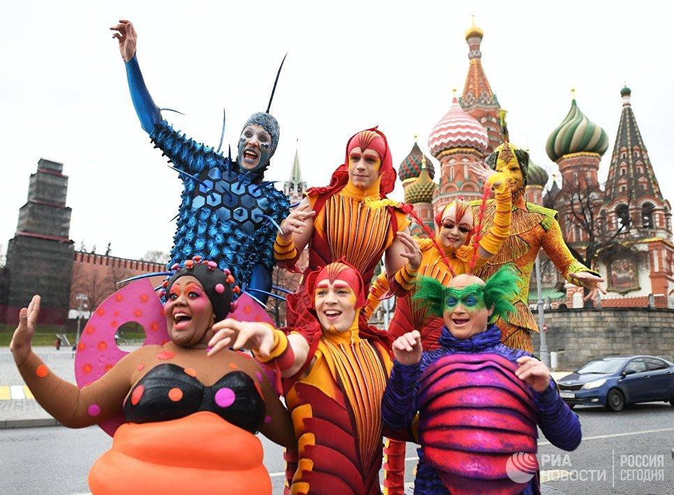 Артисты Cirque du Soleil открыли летний сезон в парке Зарядье