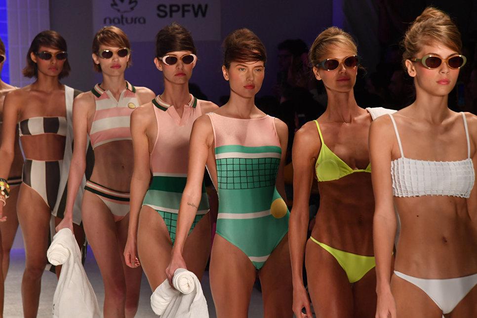Модели демонстрируют коллекцию Salinas на Неделе моды в Бразилии