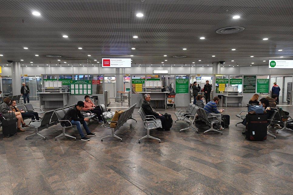 Пассажиры в зоне отлета аэропорта Шереметьево. Архивное фото