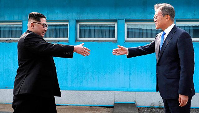 Встреча лидеров Северной и Южной Корей Ким Чен Ына и Мун Чжэ Ина. Архивное фото