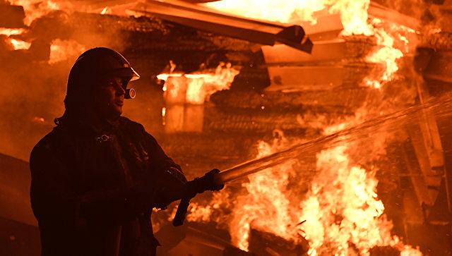 В Кемерово три человека погибли при пожаре в частном доме