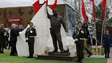 Церемония открытия памятника авиационным техникам «Макарыч» на аэродроме Левцово Ярославской области