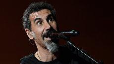 Вокалист американской группы System Of A Down (SOAD) Серж Танкян. Архивное фото