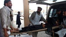 Пострадавший в результате взрыва в мечети в провинции Хост на востоке Афганистана. 6 мая 2018
