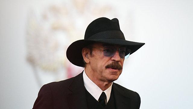 Сын Боярского обнародовал фото отца без шляпы