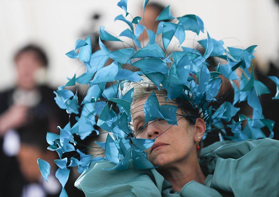 Актриса Фрэнсис Макдорманд на балу Института костюма Met Gala в Нью-Йорке