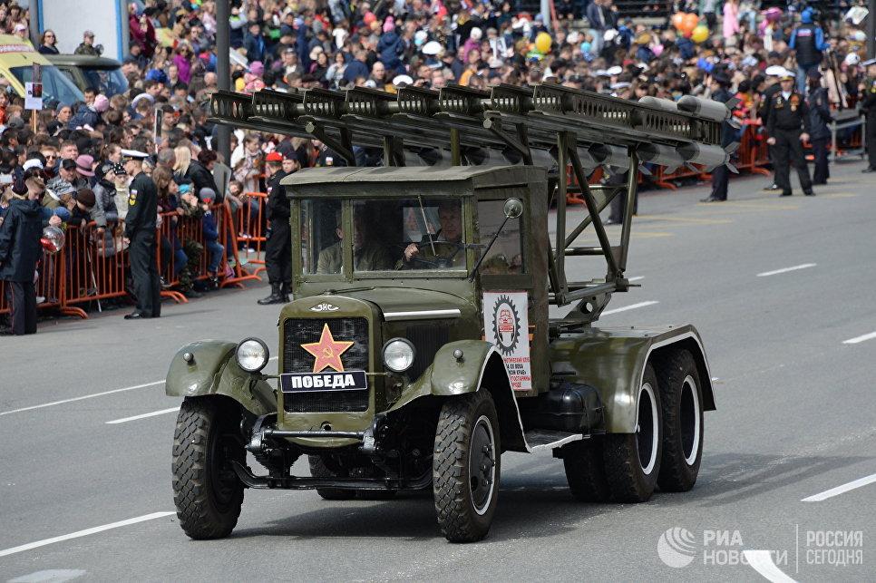 Боевая машина Катюша на параде Победы во Владивостоке, посвященном 73-й годовщине Победы в Великой Отечественной войне