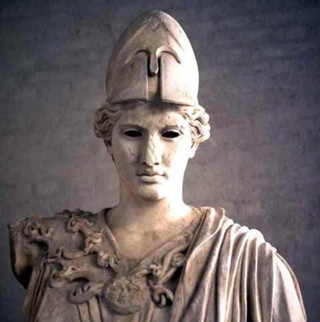 Археологи нашли греческий шлем в захоронениях на Таманском полуострове