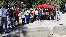 Венесуэльские граждане регистрируются на президентских выборах в Каракасе. 20 мая 2018