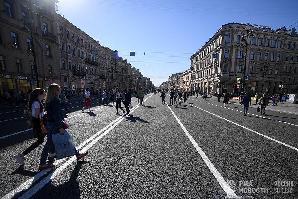 Невский проспект, закрытый для автомобильного движения