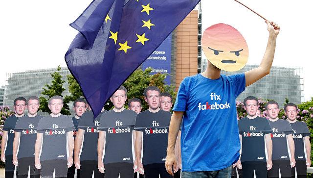 Акция протеста перед началом встречи главы Facebook Марка Цукерберга с лидерами Европейского парламента в Брюсселе, Бельгия. 22 мая 2018