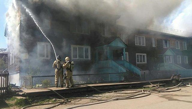 Источник сообщил об эвакуации 30 человек из горящего дома в Кирове