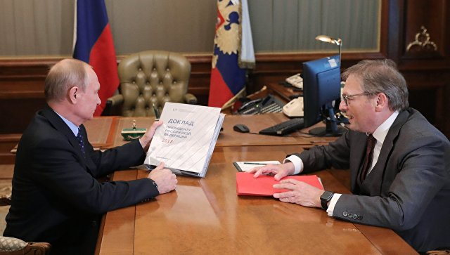 Президент РФ Владимир Путин и уполномоченный при президенте РФ по защите прав предпринимателей Борис Титов во время встречи. 23 мая 2018