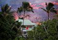 Лава вулкана Килауэа возле дома в деревне Пахоа, Гавайи. 19 мая 2018 года
