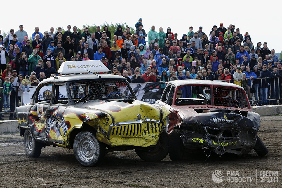 Участники автобоев на выживание Восстание машин на аэродроме Левцово в Ярославской области