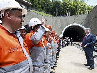Президент Украины Петр Порошенко на открытии Бескидского железнодорожного тоннеля. 24 мая 2018