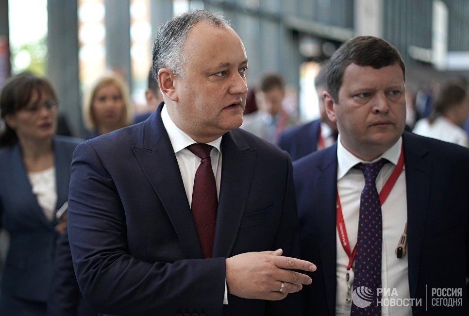 Президент Молдавии Игорь Додон (слева) на Петербургском международном экономическом форуме