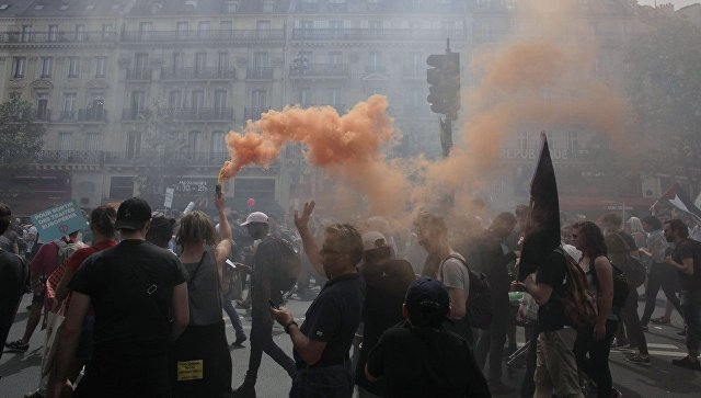 Акции протеста против Макрона воФранции собрали 250 тыс. человек