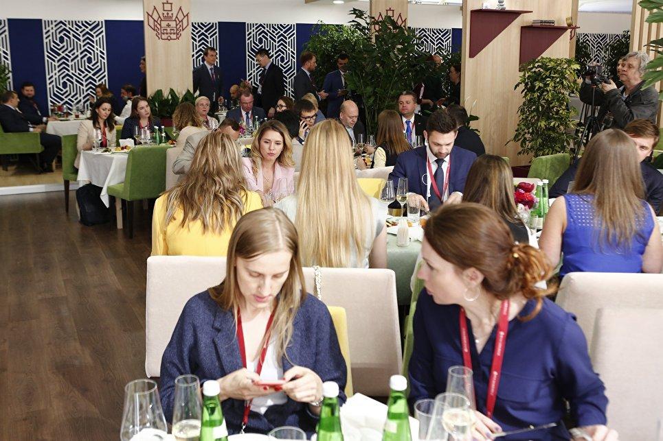 Краснодарский стенд работал в формате ресторана, где посетители могли отведать традиционные кубанские блюда
