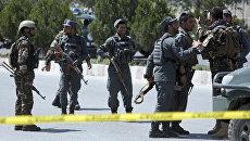 Сотрудники правоохранительных органов возле со здания МВД Афганистана в Кабуле. Архивное фото