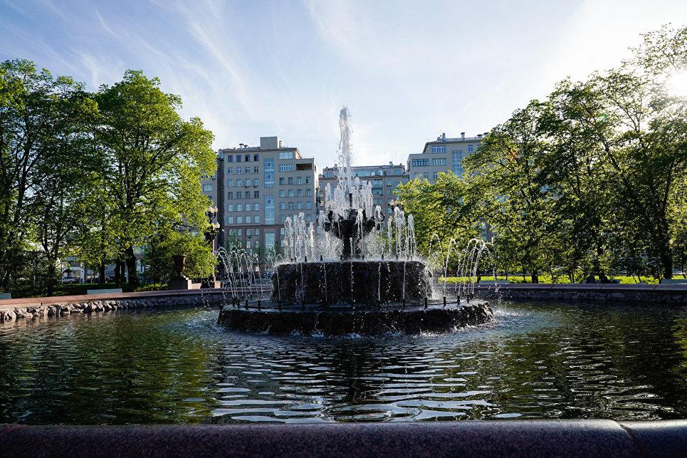 Новый фонтан на Болотной площади