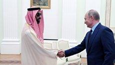 Владимир Путин и советник по вопросам национальной безопасности ОАЭ шейх Тахнун бен Заид аль Нахайян во время встречи. 1 июня 2018