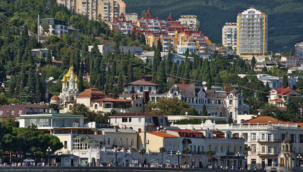 Вид на Ялту со стороны Черного моря