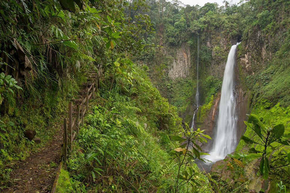 Коста-Рика, Бахос Дел Торро, Катарата Рио Агрио